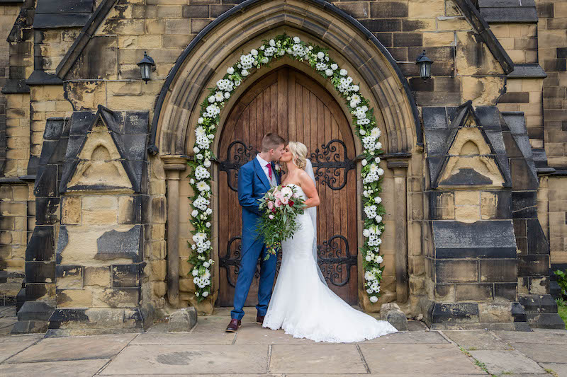 Blythe wedding 2019 kiss